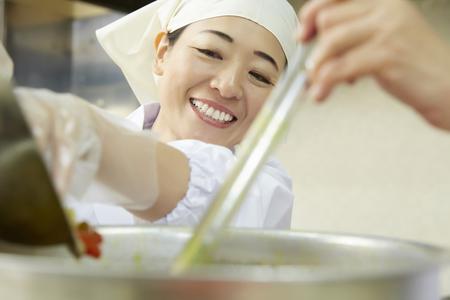 栄屋食品株式会社(ID:サ0174121420-4)のバイトメイン写真